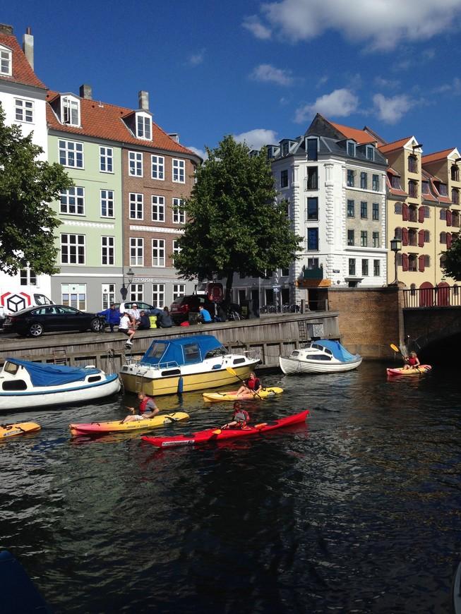 Впечатления от Копенгагена я бы выразила в трех словах - город для жизни.  Удобный, спокойный и красивый, как его местные жители.