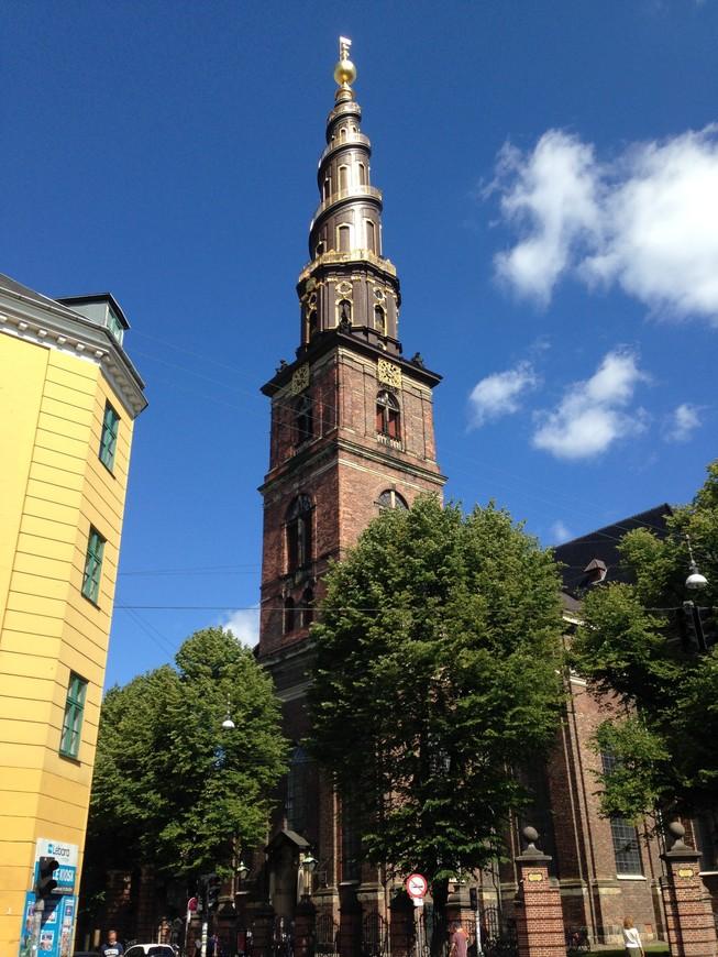 Церковь Спасителя (Church of Our Saviour) с впечатляющей смотровой площадкой. Повышение уровня адреналина в крови и сногсшибательные виды гарантированы.