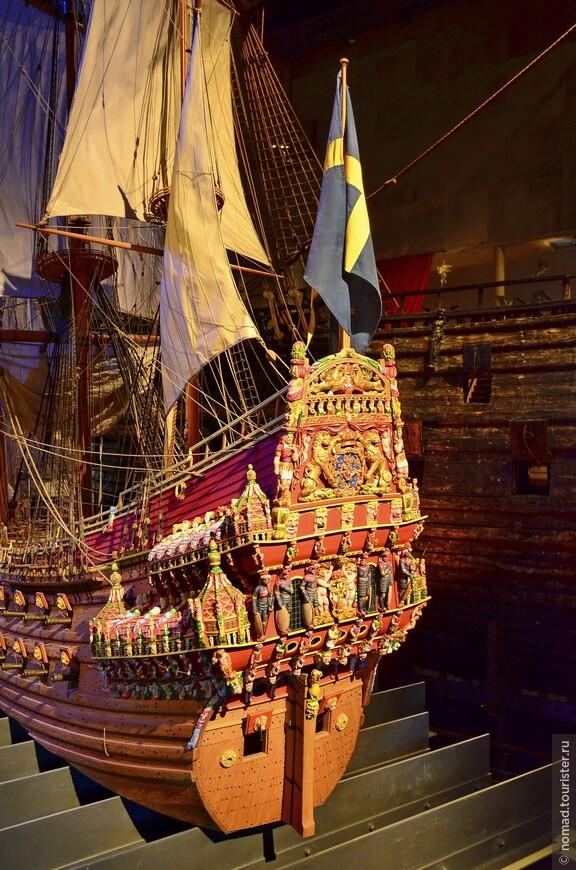 В постройке корабля под руководством голландца Хенрика Хибертсона принимало участие более четырехсот человек различных профессий.