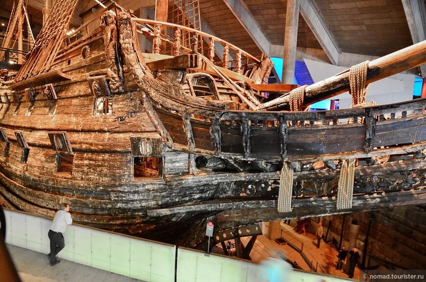 В честь удачного спуска корабля на воду был произведен холостой залп из всех его 64 пушек...