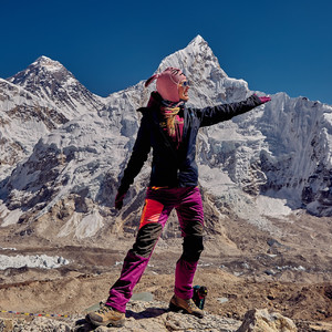 На вершине Кала Паттар. Гора Нупцзе на этом снимке кажется выше Эвереста, но это лишь оптическая иллюзия, она просто расположена ближе к нам.