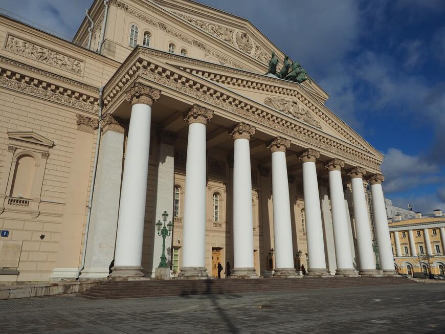 Вид на Большой театр со стороны театра РАМТ