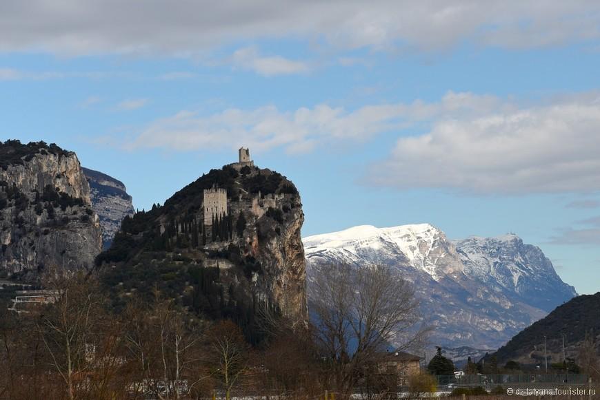 Замок на горе - город Арко. Раняя весна