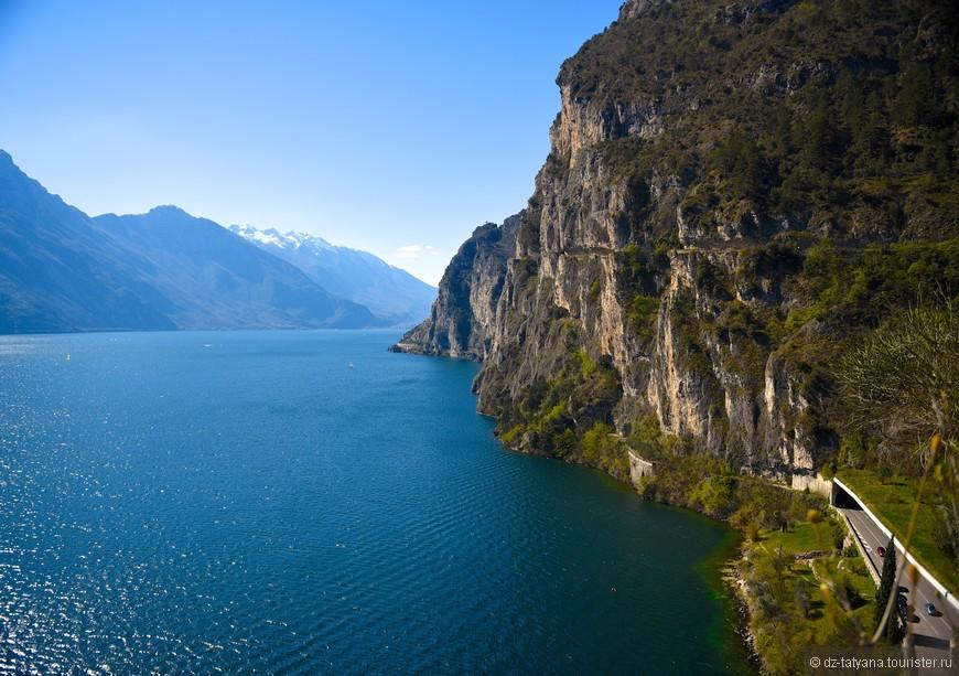 Озеро Гарда со скалы