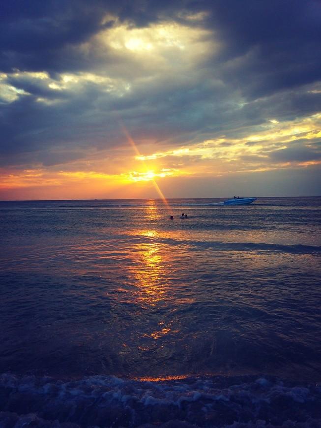 Лучшие закаты можно увидеть на Karon Beach