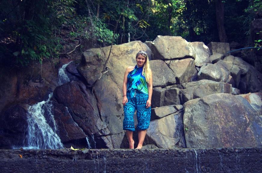 Для тех, кто путешествует самостоятельно, остров приготовил не мало сюрпризов и случайно заблудившись, можно найти заповедные тропы и другие интересные места. На фото: Водопад Кату (Kathu Waterfall)