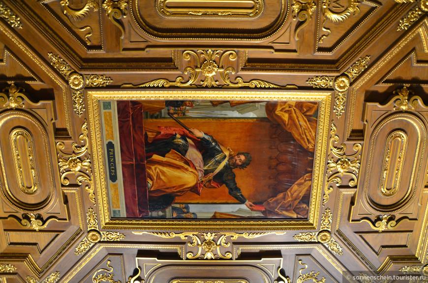 Трирские комнаты- гостевые комнаты, построенные в начале XVII века в восточном крыле Резиденции. Получили название в честь Клемента Венцеслава Саксонского, архиепископа Трирского, который часто гостил в Резиденции и занимал эти комнаты.