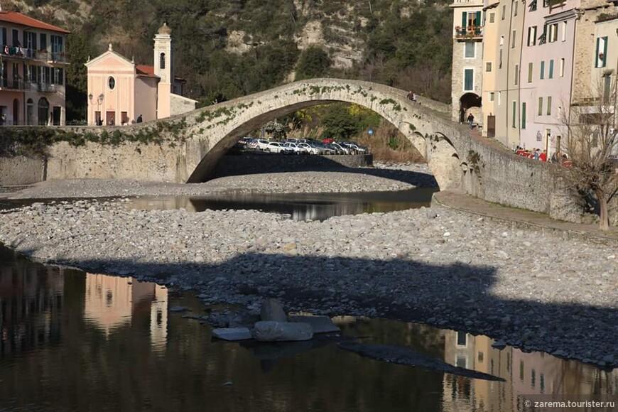 Дольчеаккуа ... старый мост и река Нервия
