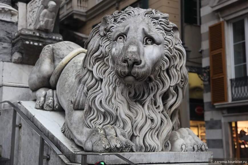 Генуя . Магические Львы кафедрального собора Святого Лоренцо.
