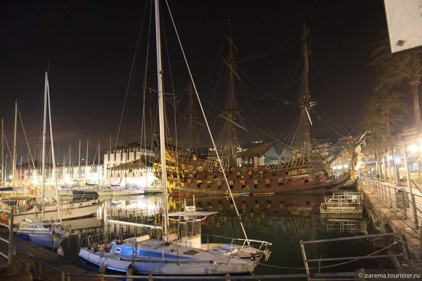 Генуя. Ночной вид над Портофино Антико  и старый генуэзский галлер .