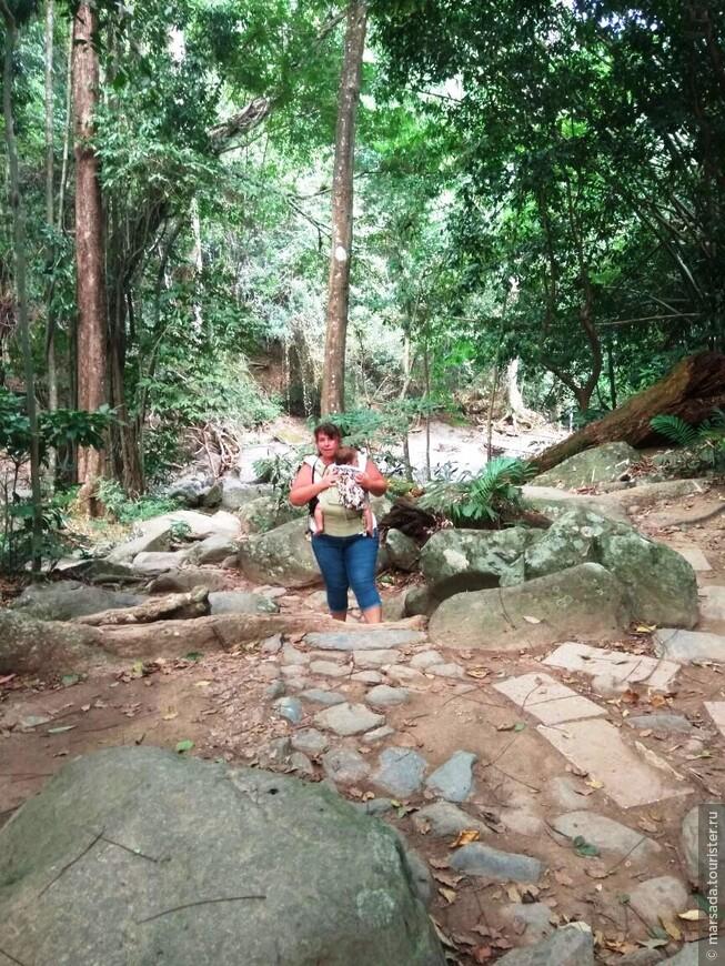 Можно насчитать 15 ступеней водопада Пала-У. Пять порогов водопада условно-легкодоступны для туристов, остальные скрыты в джунглях.