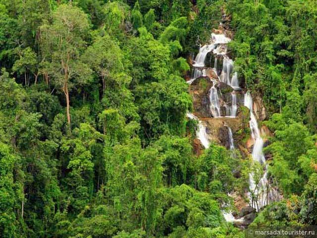 Последнее фото не моё, а с сайта парка. Я позволила себе его слямзить для того, чтобы было видно как выглядят все 15 порогов этого водопада с воздуха.