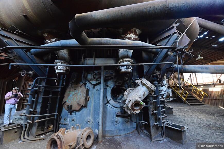 Паровые машины, водяные турбины, заводские водяные колеса - все в одном месте
