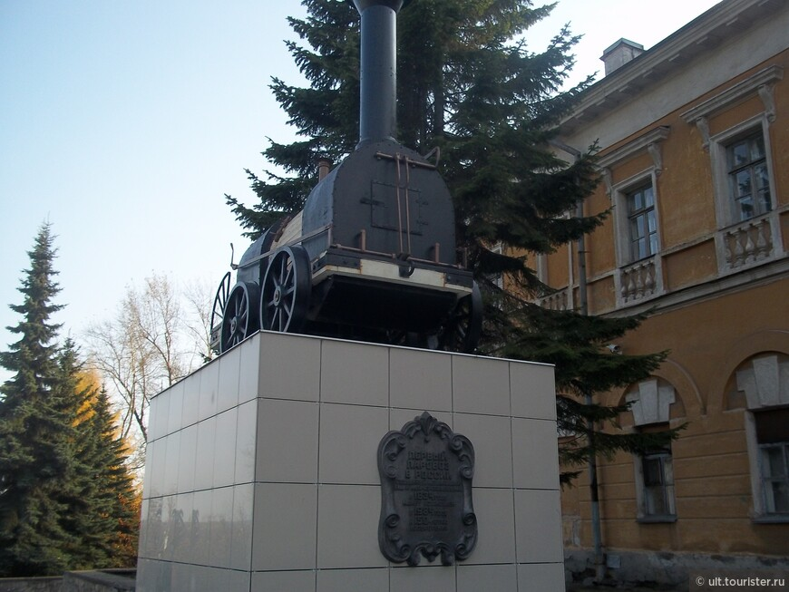 Первый русский паровоз был изобретен в Нижнем Тагиле в 1834 году, крепостными Ефимом и Мироном Черепановыми