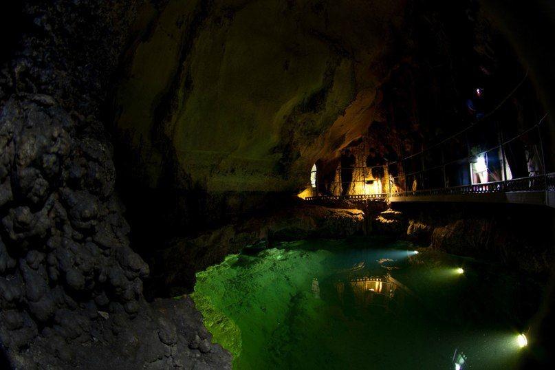 подземное озеро в пещере Эмине-Баир-Хосар