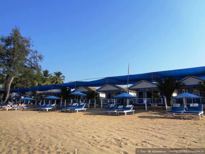 Первая линия отелей на пляже Агонда