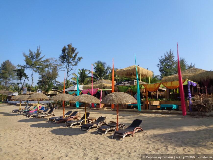 Первая линия отелей на пляже в Агонде