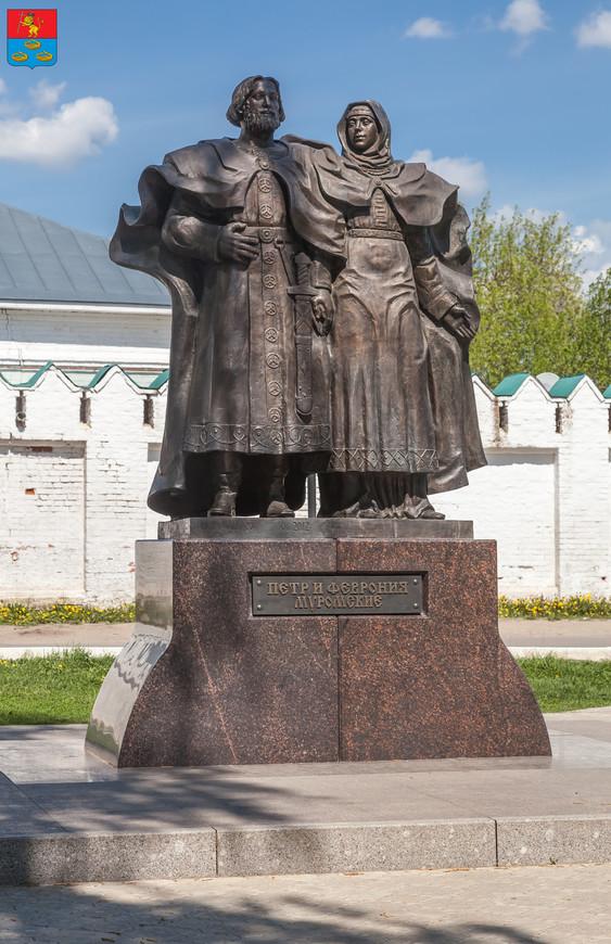 Муром. Скульптурная икона Петра и Февронии благоверных князей Муромских