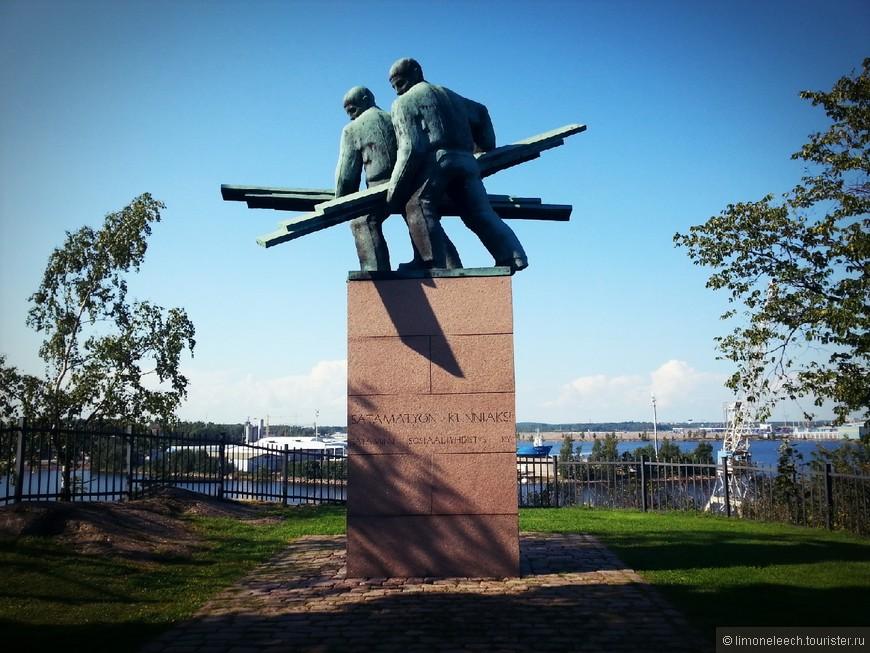 Докеры.  Все понятно из названия. Памятник, созданный в честь портовых рабочих.