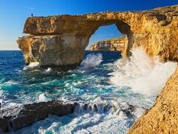 На Мальте обрушилась знаменитая скала «Лазурное окно»