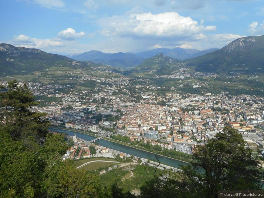Terrazza panoramica di Sardagna   Funivia di Trento. Фуникулёр открывает вид на город! подъём около 5 минут на гору