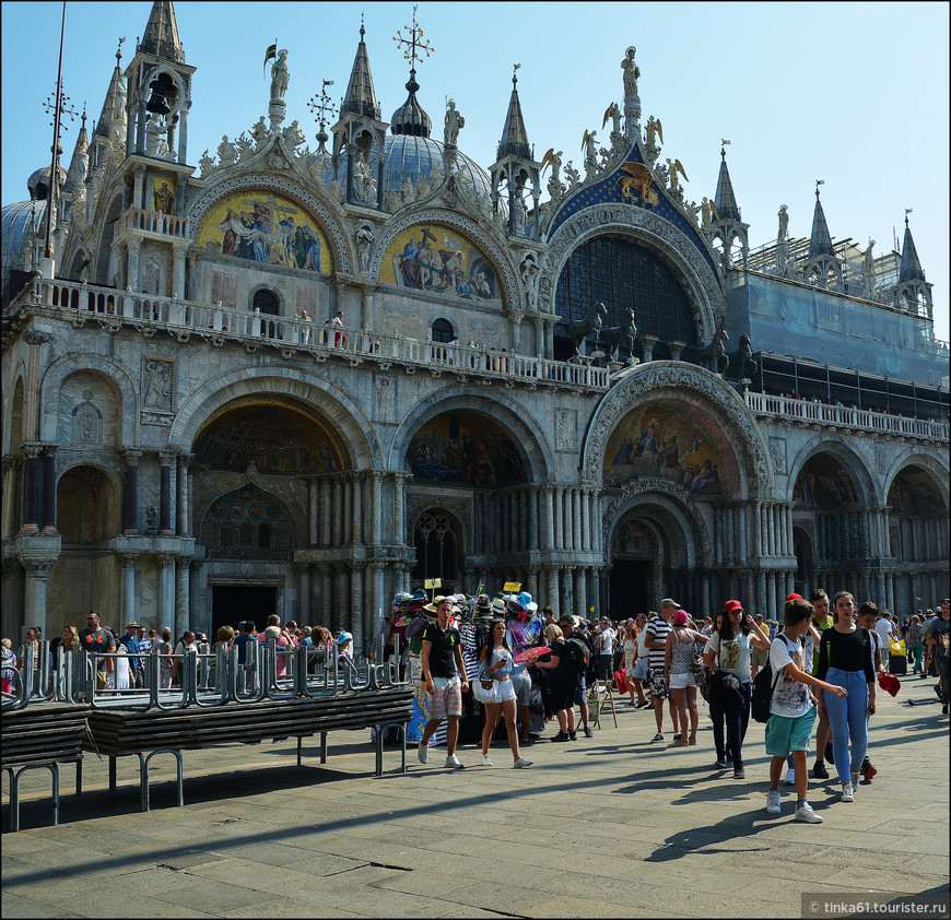 Великолепный собор Святого Марка, смешение стилей и эпох.