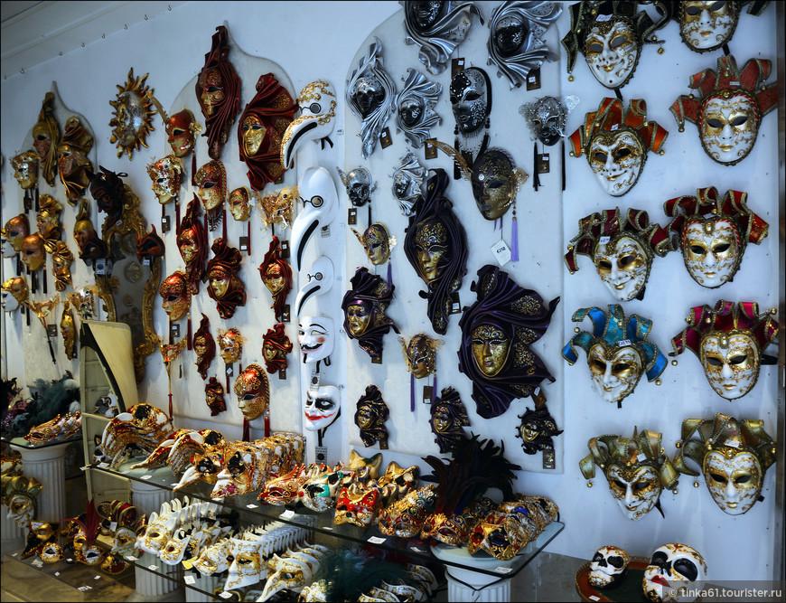Главный символ Венеции - маски.