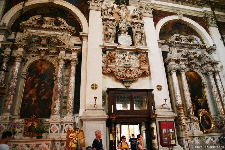 Интерьеры церкви Святого Моисея.