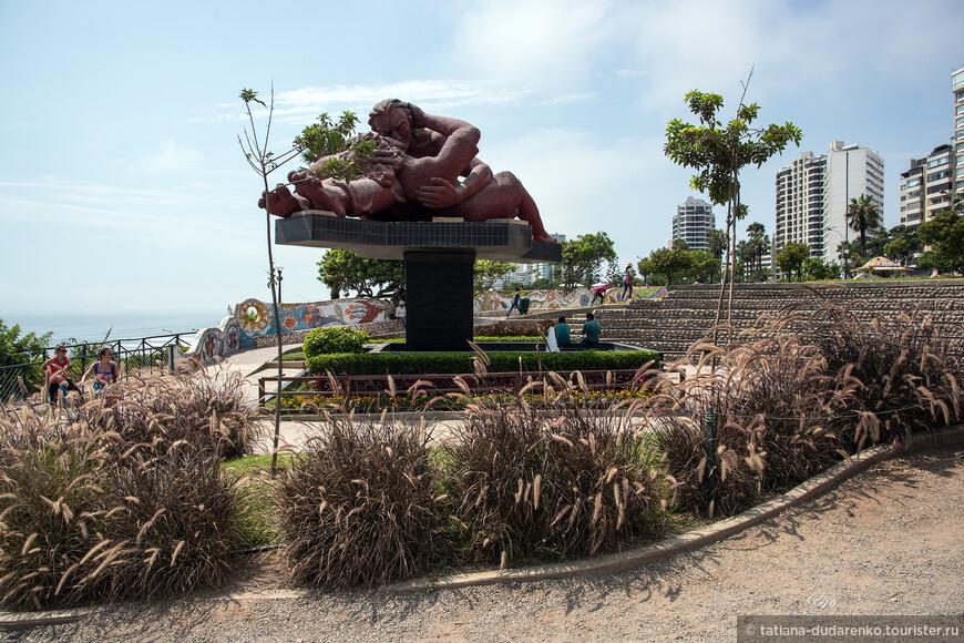 """Мирафлорес - является самым популярным районом среди туристов и состоятельных перуанцев. В этом районе в отеле остановились и мы.  Можно спокойно гулять . Десятки кафе, ресторанов, клубов. И совершенно забываешь, что находишься в одной из самых """"криминальных столиц мира""""-, по версии всезнающего интернета."""