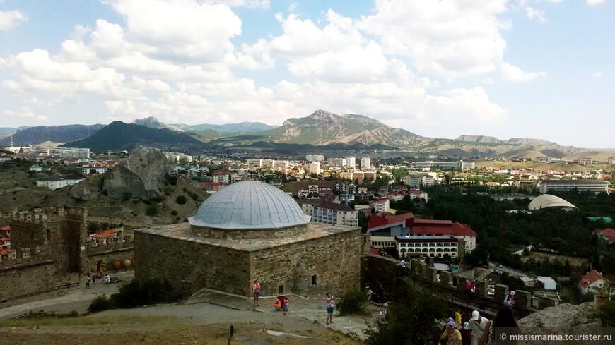 Глядя на этот кадр, вспоминаются  крепости  в турецкой Алании, чувствуется восточный колорит.