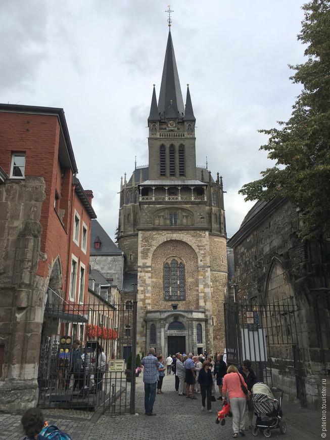 Ахен - столица Рурского бассейна, известен с римских времен, но реально прославился как столица франков, резиденция Карла Великого (9 век).