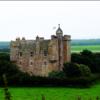 Замок королевской династии Стюартов славится своими жуткими историями о привидениях как никакой другой. Хорошо, что сейчас он недоступен для посетителей!;)