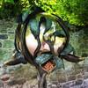 Кормушка для птиц в одном из садов замка