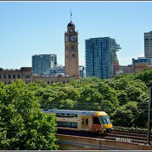 Сиднейская телебашня и австралийские Мистрали