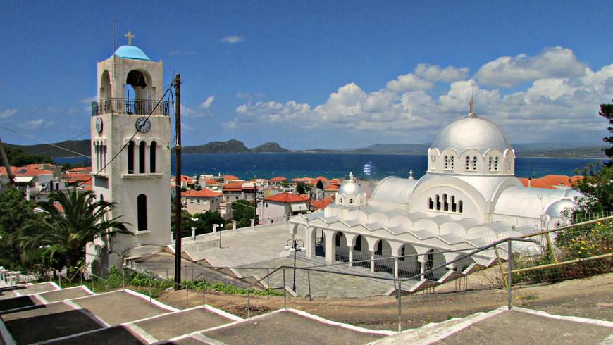 Своей архитектурой поразила только церковь Успения Пресвятой Богоматери.