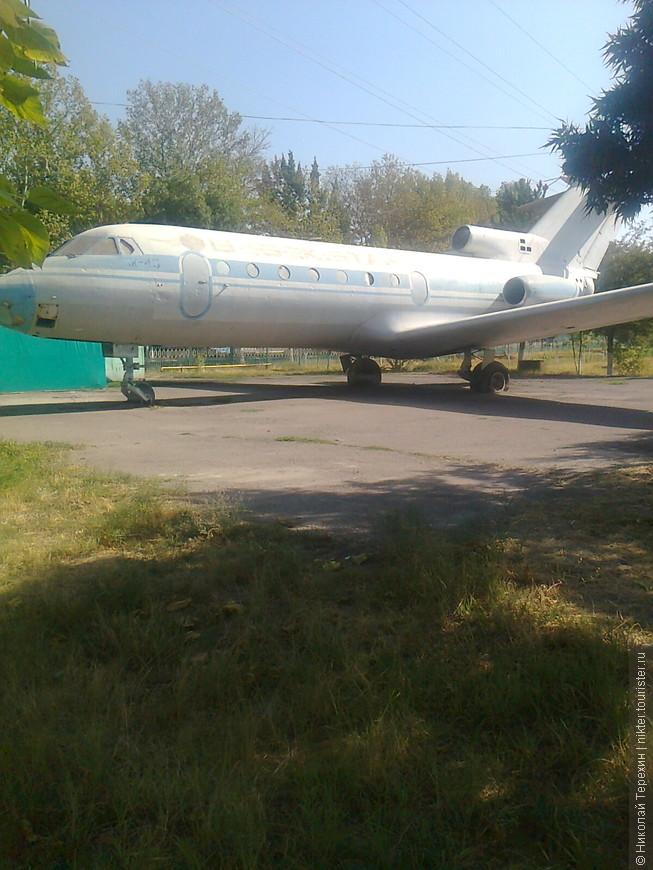 Самолет ... И до сих пор стоит ...