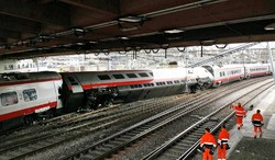В Швейцарии сошел с рельсов   пассажирский поезд