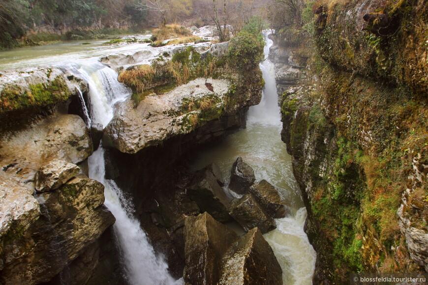 Водопад Мартвили, или еще называют Гачедили  - по названию ближайшей деревни.