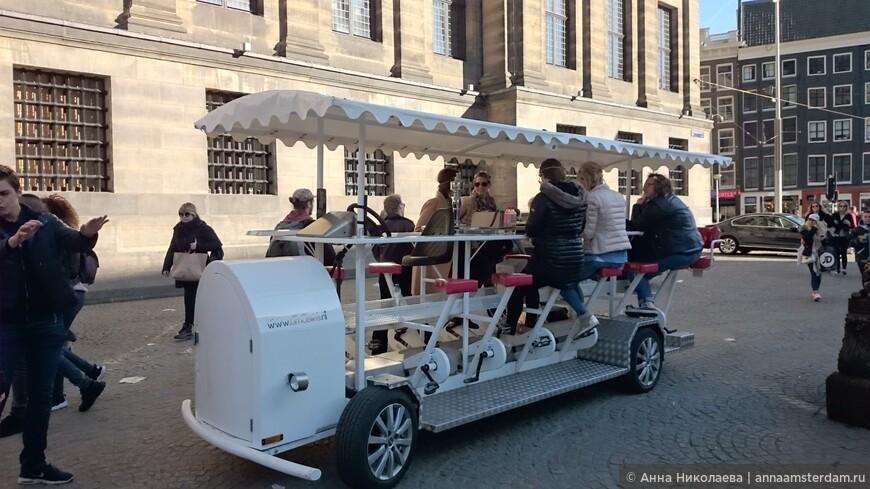 Тааак, это девишник. Классно пить пиво, разъезжая по Амстердаму, полностью доверившись водителю - только веселись, пей пенное и крутить педали не забывай ;))) Бар на колесах.