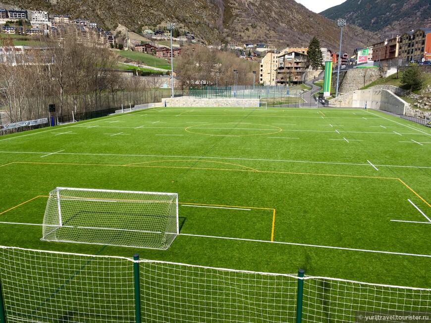 Деревенское футбольное поле. В общине базируется футбольная команда «Encamp», которая является двукратным победителем чемпионата Андорры последних лет.