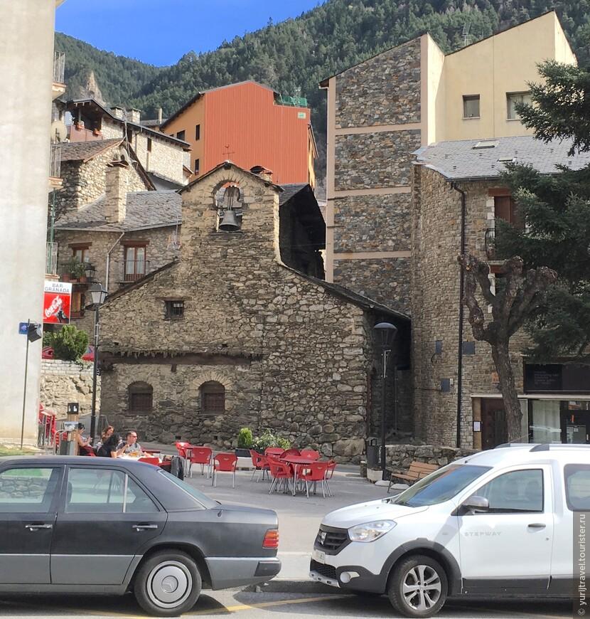 Одним из самых старинных зданий поселка является церковь Эсглесия-Сан-Рома-де-лес-Бонс (XII в.)