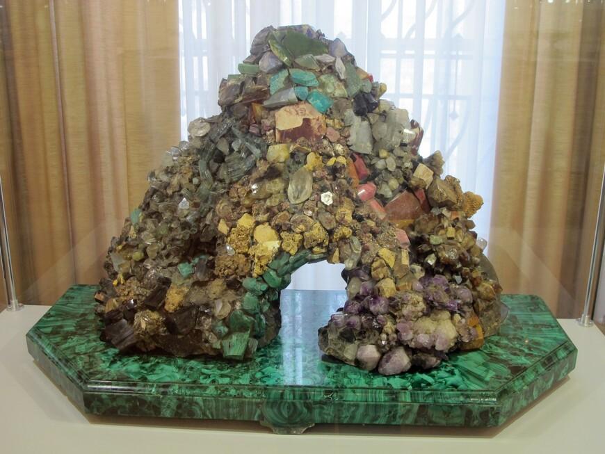 Минералогическая горка , вторая половина XIX века. Разновидность коллекции минералов