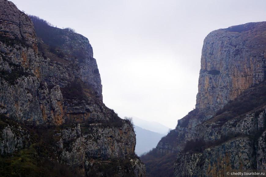 Это они с виду такие суровые, горы на Кавказе стараются казаться неприступными, а так они хорошие, добрые