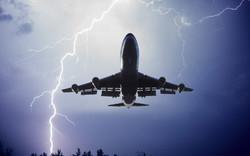 В Пулково молнии попали в два самолета