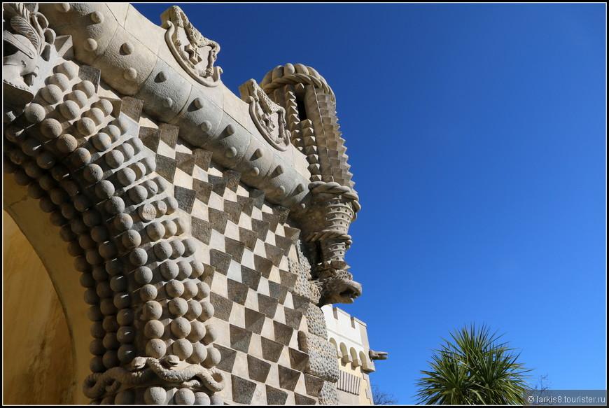 Им в помощь были мудрые змеи, спрятавшиеся среди ощетиневшихся каменных стен.
