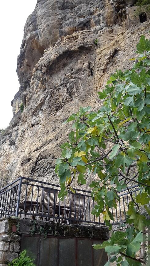 Терасса в La roque Gageac, Дордонь