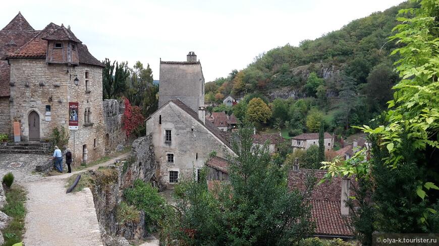 Saint-Cirq-Lapopie в долине Лота. Входит в список 100 самых красивых деревень Франции