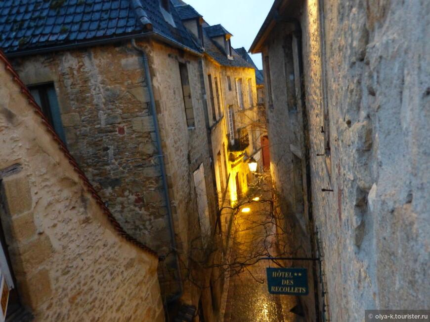 Улица старого города. Вид из окна.