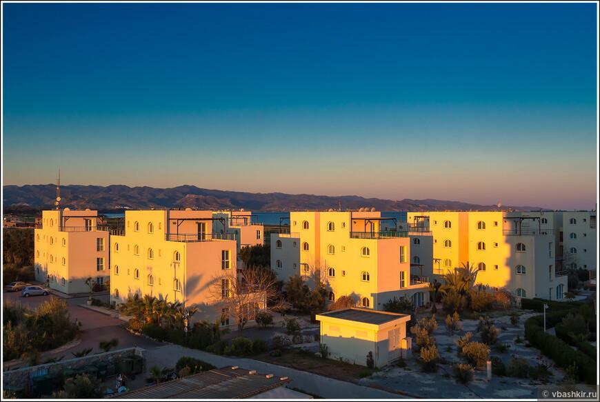 Рассвет с балкона нашего жилища.