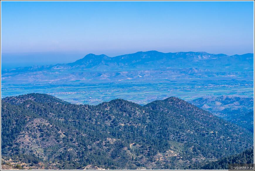 Вид на Киринийский хребет с горной системы Троодос.